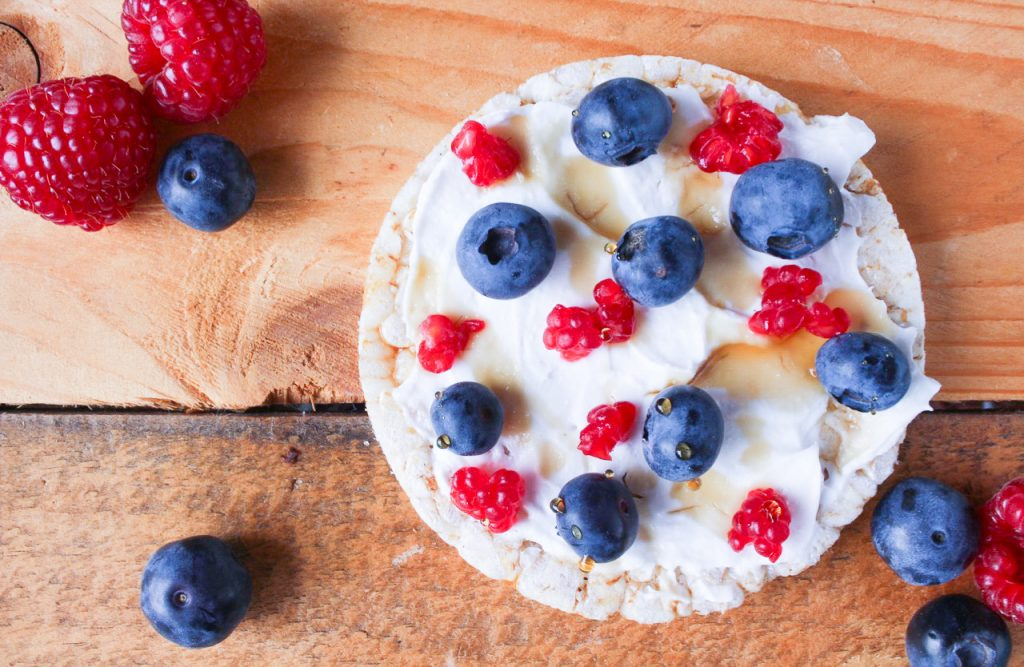 Low FODMAP Rice Cakes with Lactose Free Yoghurt & Berries