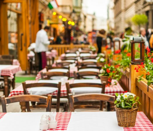 Restaurant Setting: How To Eat Out on the Low FODMAP Diet