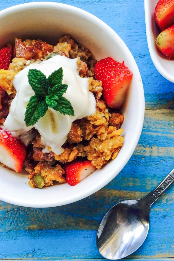 Low FODMAP Strawberry And Rhubarb Crumble
