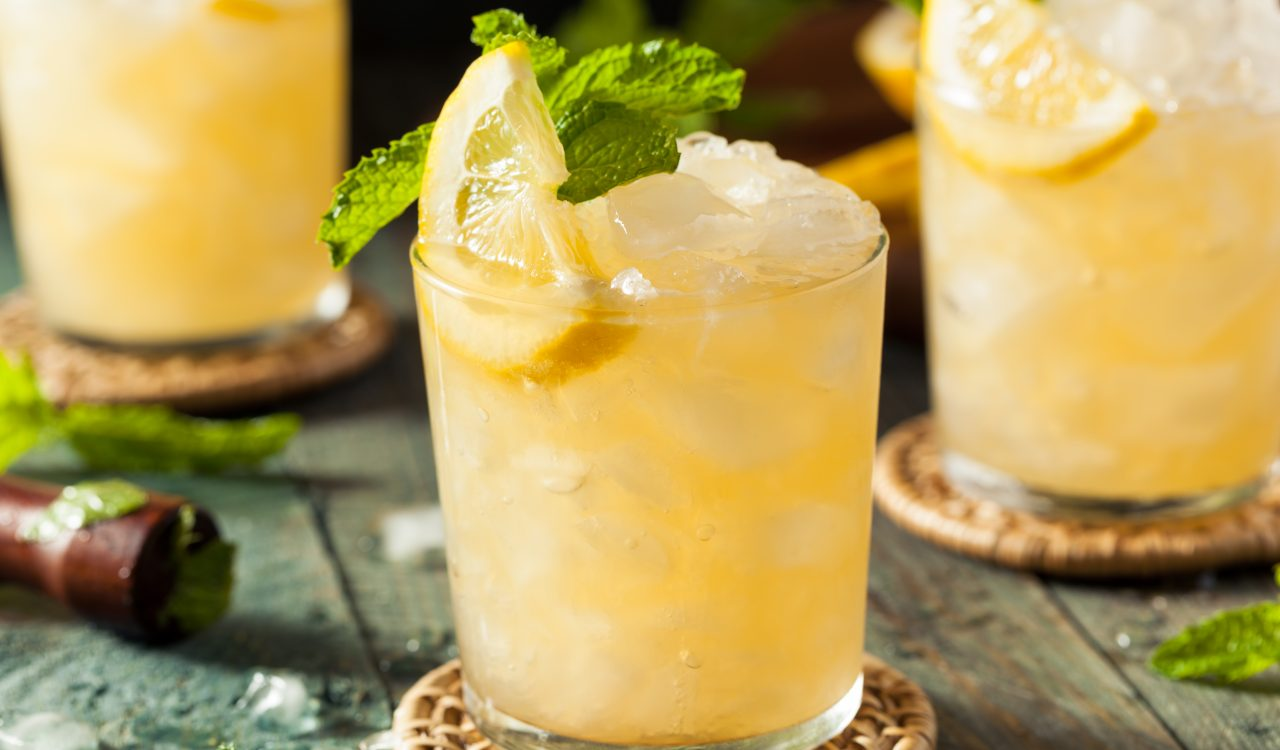 Low FODMAP Whiskey Lemon Smash (low FODMAP cocktail)