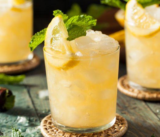 Low FODMAP Whiskey Lemon Smash (low FODMAP cocktail)