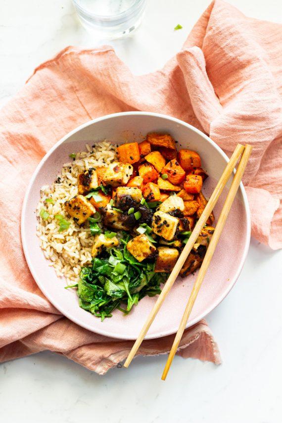 Low FODMAP Sticky Garlic Tofu Veggie Bowl